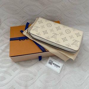 Louis Vuitton mahina wallet (ivory)